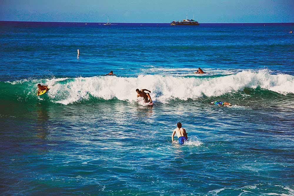 waikiki beach surf